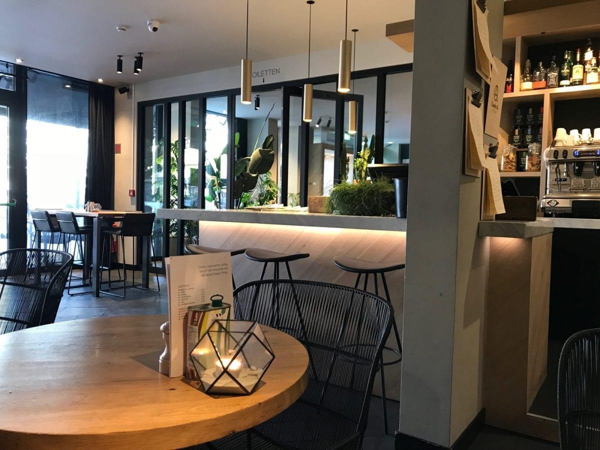 Indigo Antwerp City Centre - Queen of A bar restaurant and breakfast area