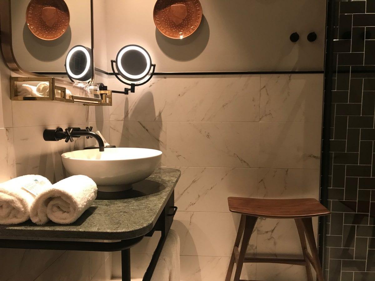 Hotel Indigo The Hague - Palace Noordeinde: bathroom