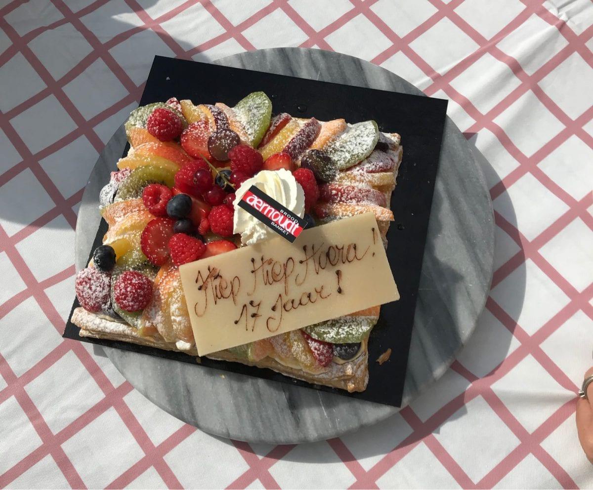 Birthday cake 37 years (17 years)